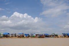 Folkway под голубым небом вокруг Tonlesap, Камбоджи Стоковые Фотографии RF