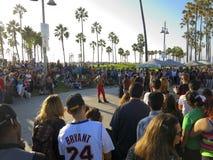 Folla al parco tropicale Immagini Stock