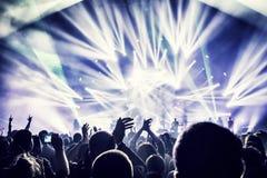 Folla che gode del concerto Immagini Stock