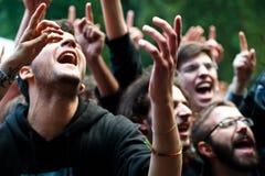 Folla che ha divertimento ad un concerto in tensione Fotografie Stock