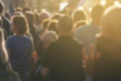 Folla Defocused che presenzia alla riunione politica immagine stock