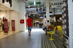 Folla del centro commerciale Fotografie Stock Libere da Diritti
