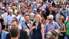 Folla della gente stock footage