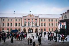 Folla della gente che celebra 100 anni di indipendenza dell'Estonia Fotografia Stock