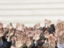 Folla di affari che solleva le mani Fotografie Stock Libere da Diritti