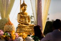 Folla di buddismo di Songkran Immagini Stock Libere da Diritti