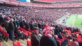 Folla di calcio allo stadio di Wembley Fotografia Stock