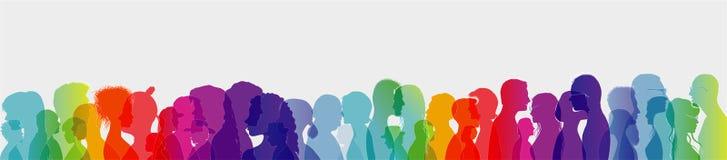 Folla di conversazione Dialogo fra la gente Conversazione della gente Profili colorati della siluetta con il profilo bianco Espos royalty illustrazione gratis