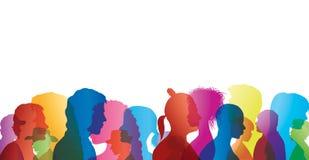 Folla di conversazione Dialogo fra la gente Profili colorati della siluetta Conversazione della gente royalty illustrazione gratis