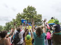 Folla durante il caravan di pubblicità - Tour de France 2015 Fotografie Stock
