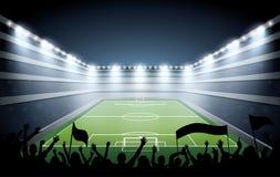 Folla emozionante della gente ad uno stadio di calcio Immagine Stock Libera da Diritti