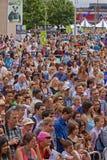 Folla felice di festival Fotografie Stock Libere da Diritti