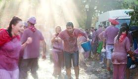 Folla felice durante il Haro Wine Festival Immagini Stock