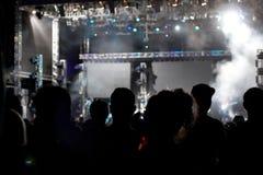 Folla incoraggiante al concerto Fotografia Stock