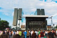 Folla riunita per il concerto Fotografie Stock Libere da Diritti