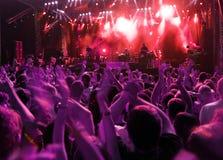 Folla sul concerto di roccia Fotografia Stock Libera da Diritti