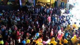 Folla in tempio immagine stock libera da diritti