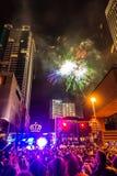 Folle di Larged riunite per celebrare prima notte del nuovo anno a Charlotte nc immagini stock libere da diritti