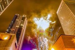 Folle di Larged riunite per celebrare prima notte del nuovo anno a Charlotte nc fotografie stock libere da diritti