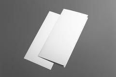 Folleto triple en blanco aislado en gris Foto de archivo libre de regalías