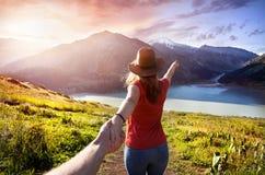 Follow-me zum Mountainsee lizenzfreies stockbild
