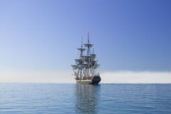 folował żagla żeglowania dennego statku wysoki poniższego Fotografia Stock
