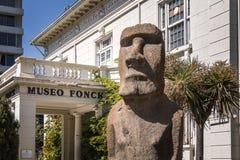 Fonck博物馆和Moai雕象-比尼亚德尔马,智利 库存照片