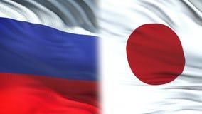 Fonctionnaires de la Russie et du Japon échangeant l'enveloppe confidentielle, fond de drapeaux clips vidéos