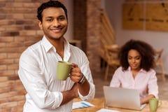 Fonctionnement afro-américain attrayant de couples Photos libres de droits