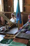 Fonctionnement birman de dame âgée de girafe Image libre de droits