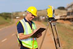 Fonctionnement d'arpenteur de terre Photographie stock libre de droits