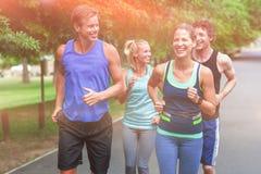 Fonctionnement d'athlètes de marathon Images libres de droits