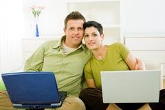 fonctionnement d'ordinateur portatif de couples Image libre de droits