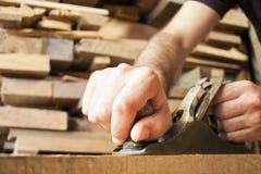 Fonctionnement de charpentier Images stock