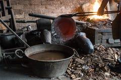 Fonctionnement de chaudronnier de cuivre Images libres de droits