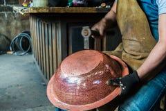 Fonctionnement de chaudronnier de cuivre Image libre de droits