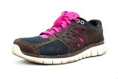 Fonctionnement de chaussures de sport d'isolement sur le fond blanc Photo libre de droits