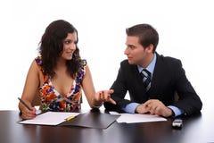 fonctionnement de couples d'affaires Photographie stock libre de droits