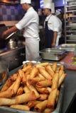 fonctionnement de cuisine de chef Photo libre de droits