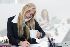 fonctionnement de femme d'affaires photo libre de droits