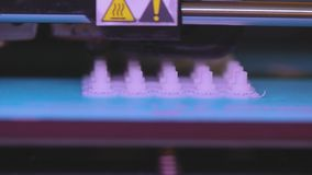 fonctionnement de l'imprimante 3D imprimante 3D imprimant un objet de plastique L'imprimante 3d tridimensionnelle automatique ex? banque de vidéos