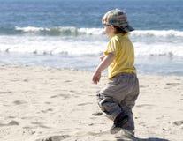 Fonctionnement de petit garçon Photographie stock libre de droits