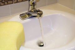 Fonctionnement de robinet Photos libres de droits