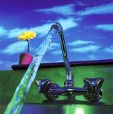 fonctionnement de robinet Photographie stock