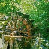 Fonctionnement de roue de moulin à eau de vintage Images libres de droits