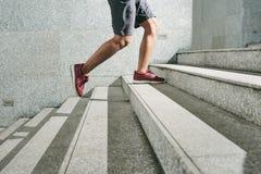 Fonctionnement des escaliers pendant la formation extérieure photographie stock