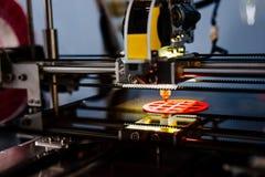 fonctionnement et impression de l'imprimante 3d Photo libre de droits