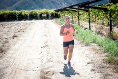 Fonctionnement femelle de triathlete Photographie stock libre de droits
