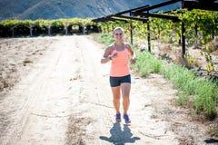 Fonctionnement femelle de triathlete Images libres de droits