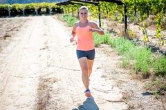 Fonctionnement femelle de triathlete Photographie stock
